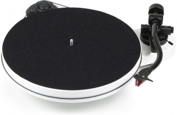 Plattenspieler RPM 1 Carbon mit Ortofon 2M Red hochglanz weiß von Pro-Ject